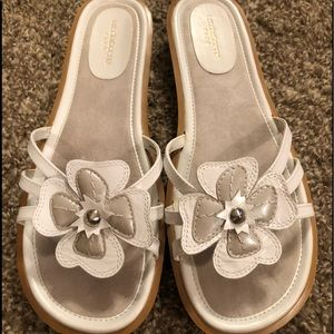 Liz Claiborne Flex White Silver Sandals 8.5 Medium